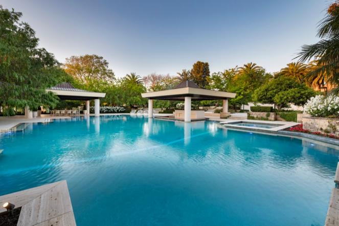 Perth Bond Mansion Resort Size Pool